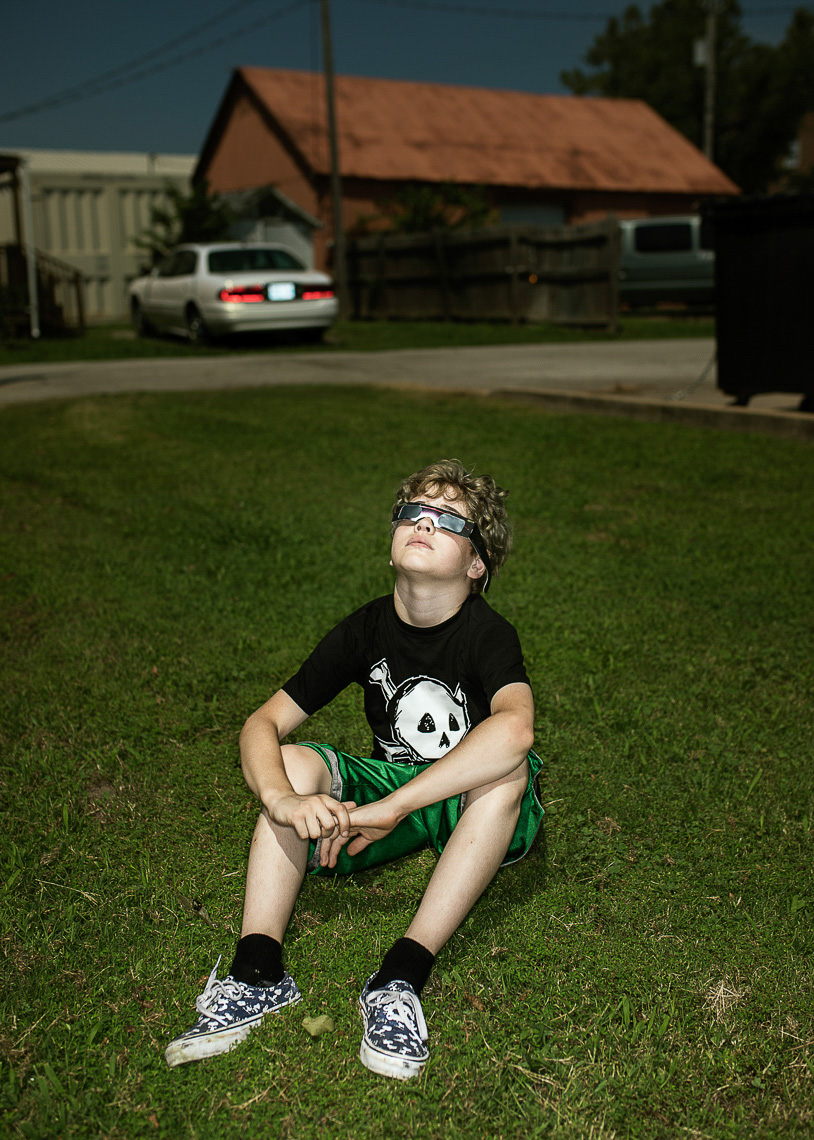 Kid watching solar eclipse